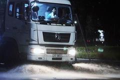 Hanoi resumes use of water trucks to wash away dust