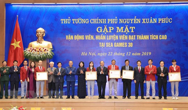 PM Phuc honours athletes, coaches in Hanoi meeting