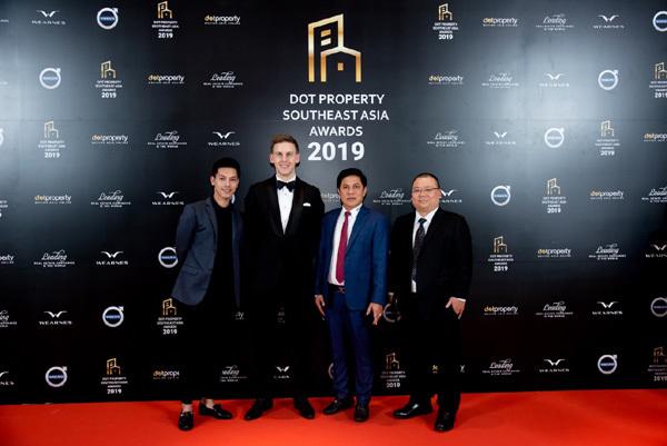 Cam Ranh Bay Hotels & Resorts lập 'hat-trick' giải thưởng quốc tế Dot Property 2019