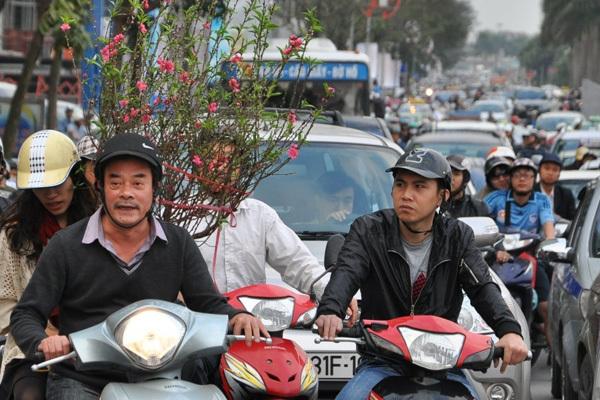 Thủ tướng yêu cầu bảo đảm trật tự, an toàn giao thông trong dịp Tết