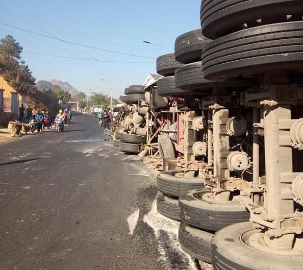 lật xe,tai nạn,tai nạn giao thông,Sơn La