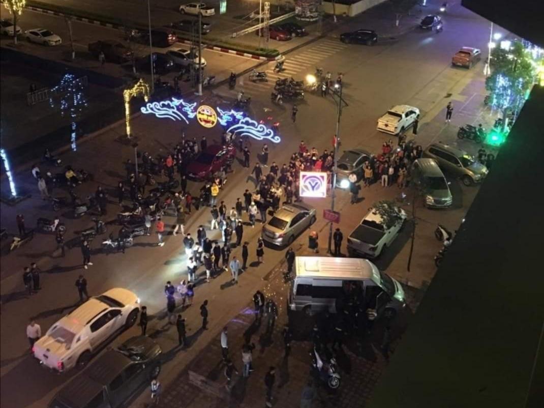 Đột kích quán karaoke, công an tạm giữ 40 thanh niên nghi sử dụng ma túy