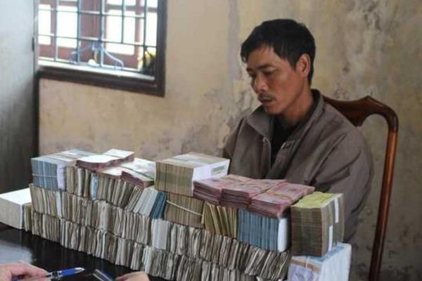 Dùng cưa phá cửa sổ, lấy trộm gần 1 tỷ đồng ở Hà Tĩnh