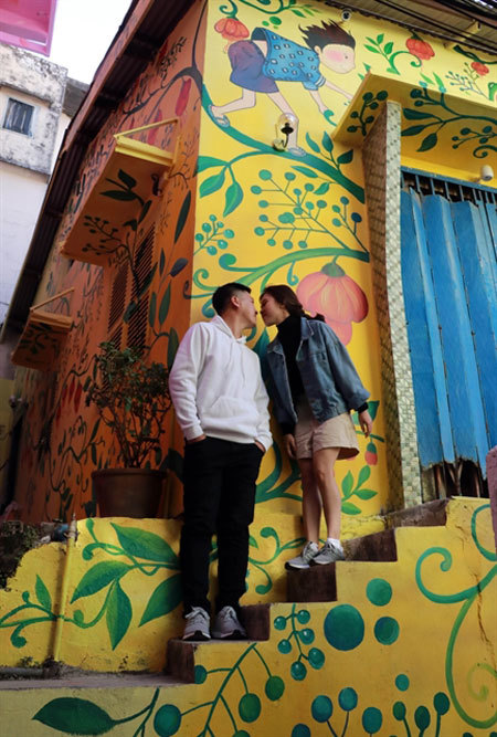 Street art tells stories of Da Lat