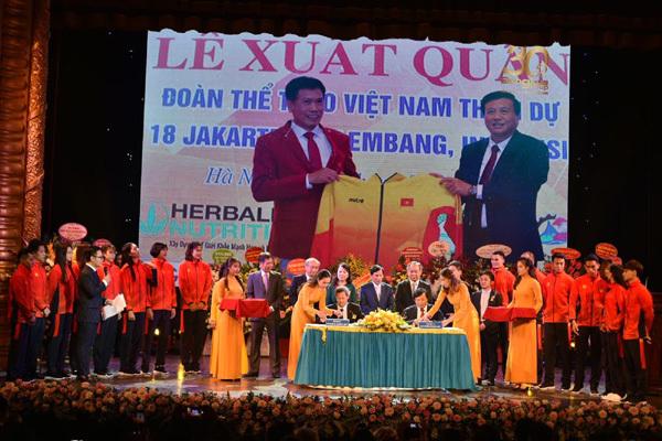 Động Lực tài trợ trang phục cho đoàn Thể thao Việt Nam tại Sea Games 30