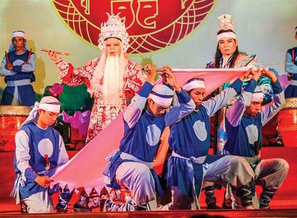 Cai luong troupes prepare to regale farmers during holiday season
