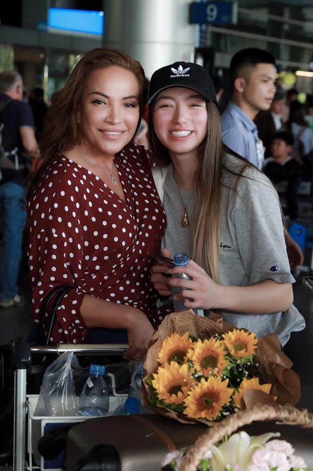 Con gái diva Thanh Hà sống ở Mỹ, gợi cảm không kém mẹ