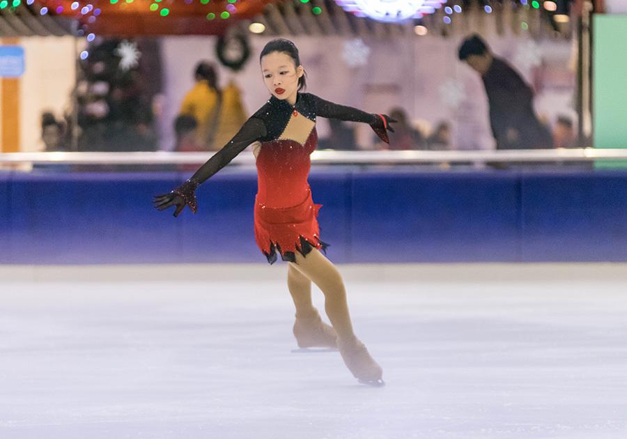 Khánh Linh toả sáng tại giải trượt băng nghệ thuật Việt Nam