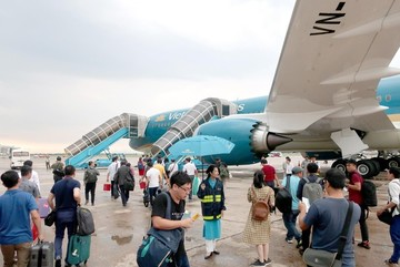 Vietnam cautious about opening aviation market to foreigners