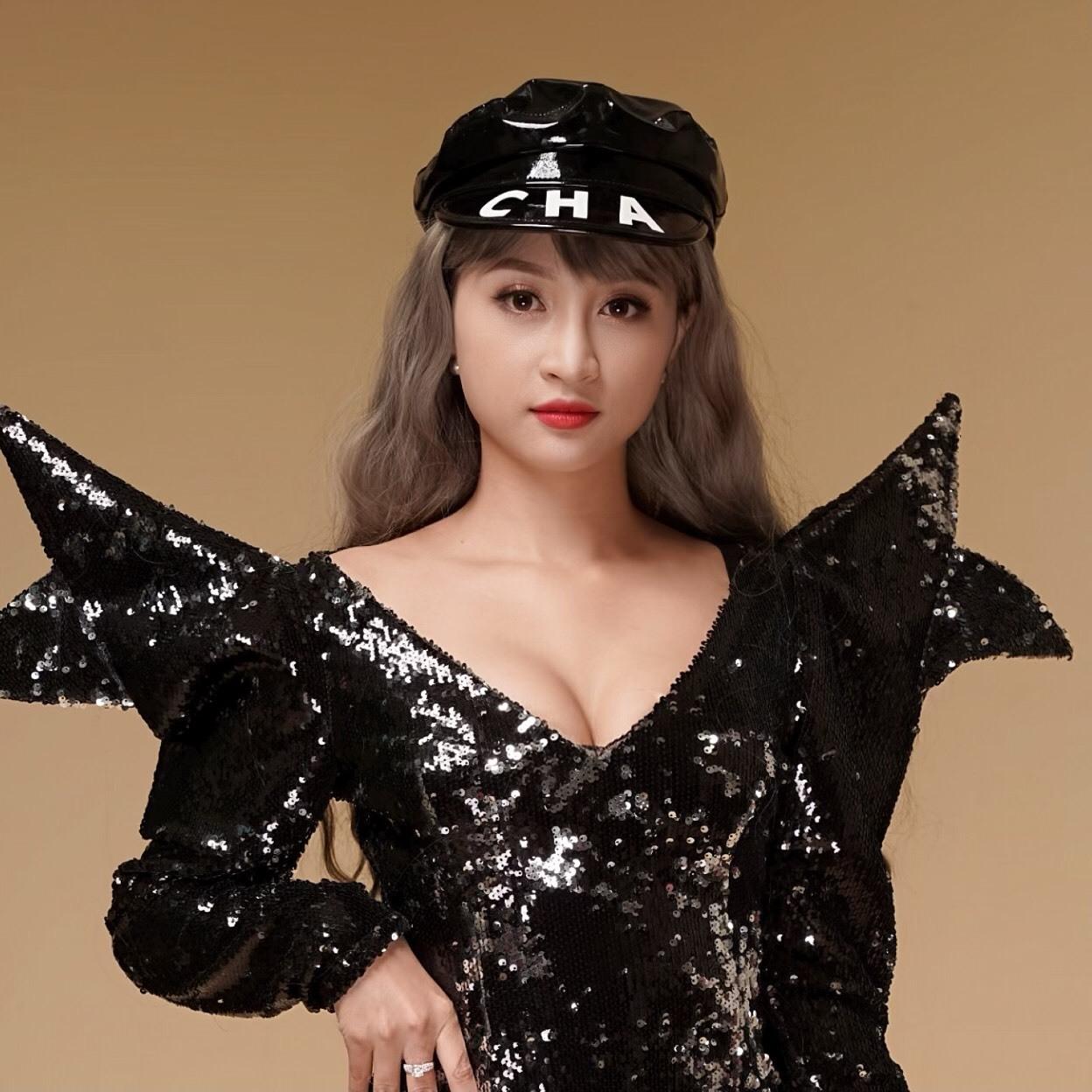 DJ Trang Sarah lên tiếng tin đồn sắp lên xe hoa cùng Hiệp gà