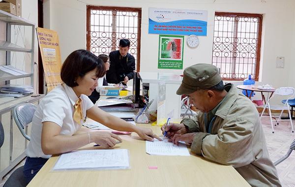 Bắc Kạn: hơn 3000 người có công với cách mạng nhận trợ cấp qua bưu điện