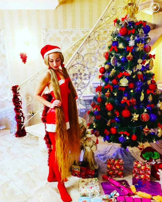Ngắm người đẹp Ukraina có mái tóc vàng óng ả siêu dài