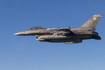 Xem tiêm kích Mỹ nã tên lửa bắn rụng máy bay không người lái