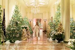 Bà Melania 'lột xác' Nhà Trắng mùa Giáng sinh