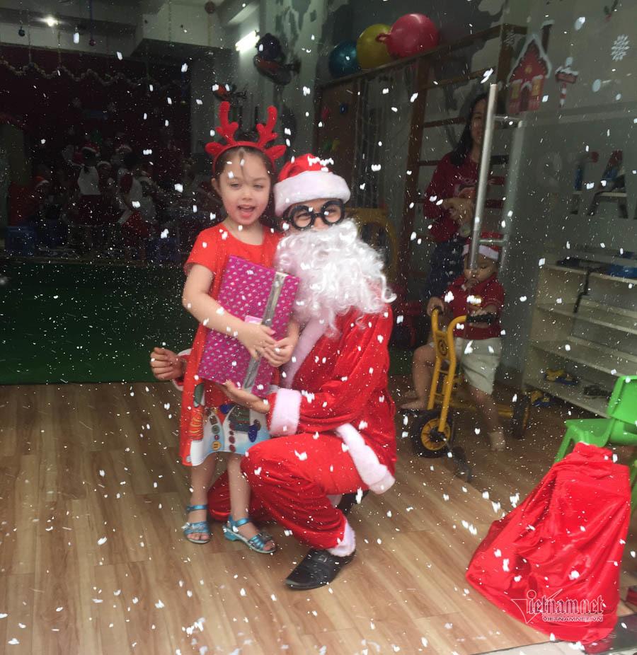 Giáng sinh rộn tiếng cười của các bé ở trường mầm non