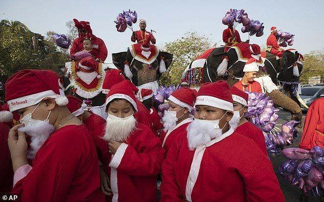 Sáng kiến tặng quà Giáng sinh khiến học sinh vui sướng tột độ