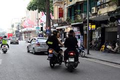 Cảnh sát giao thông, cơ động hóa trang 'tóm' đua xe đêm Noel