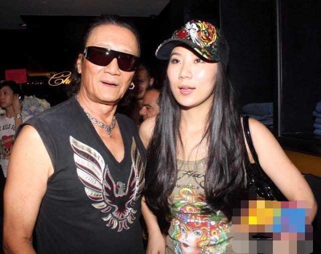 Tài tử Tạ Hiền tái hợp bạn gái kém 49 tuổi