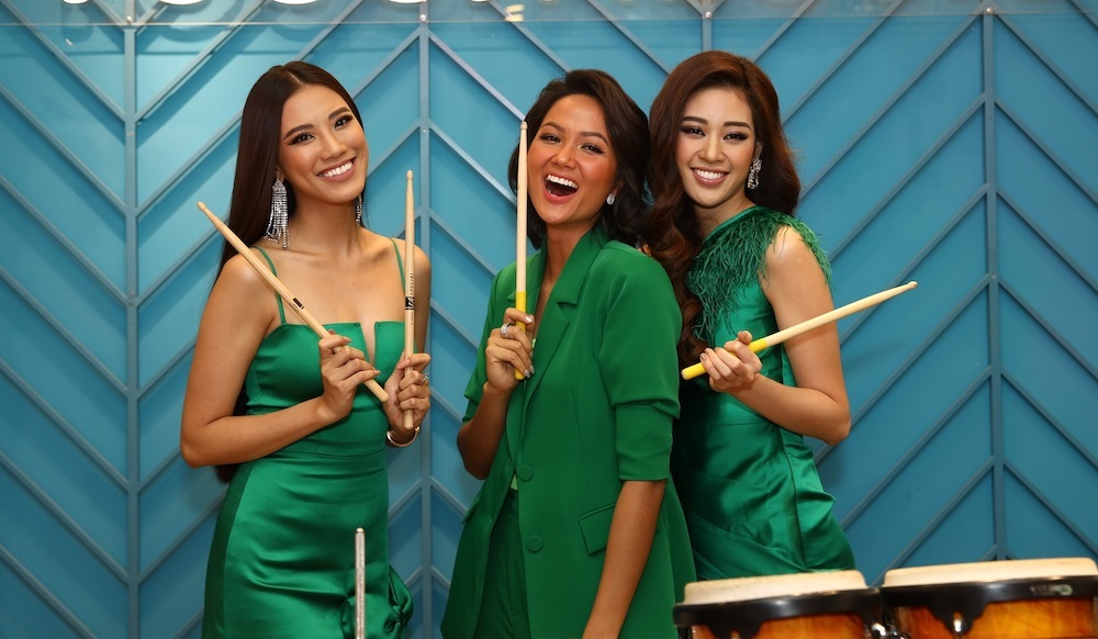 Hoa hậu H'Hen Niê,Nguyễn Trần Khánh Vân ghé thăm trường nhạc miễn phí cho con nhà nghèo