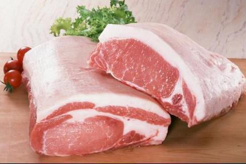 Công chức một đơn vị được tặng quà Tết bằng thịt lợn, nước mắm