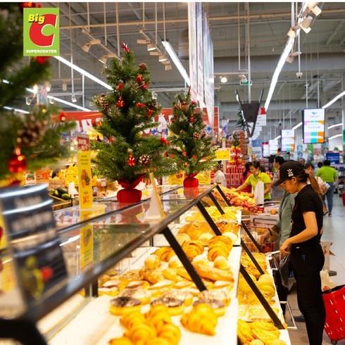 Christmas brings joy to shoppers, retailers alike
