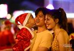 Sài Gòn chật cứng người đi chơi Noel