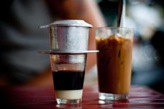 Vì sao Starbucks, Coffee Bean & Tea Leaf thất thế trước cà phê Việt?