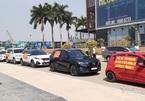 Không có chỗ đỗ xe, dân chung cư 5 sao đem ô tô diễu hành khắp phố