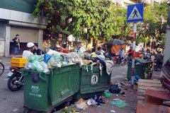 Residents block lorries transporting rubbish to Nam Son rubbish dump