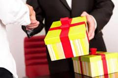 Chủ tịch Hà Nội cấm cán bộ biếu, tặng quà Tết cho cấp trên