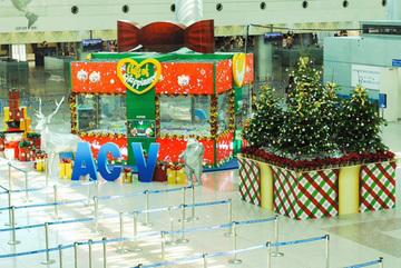 Rực rỡ Giáng sinh, rộn rã nụ cười năm mới 2020 trên sân bay Tân Sơn Nhất