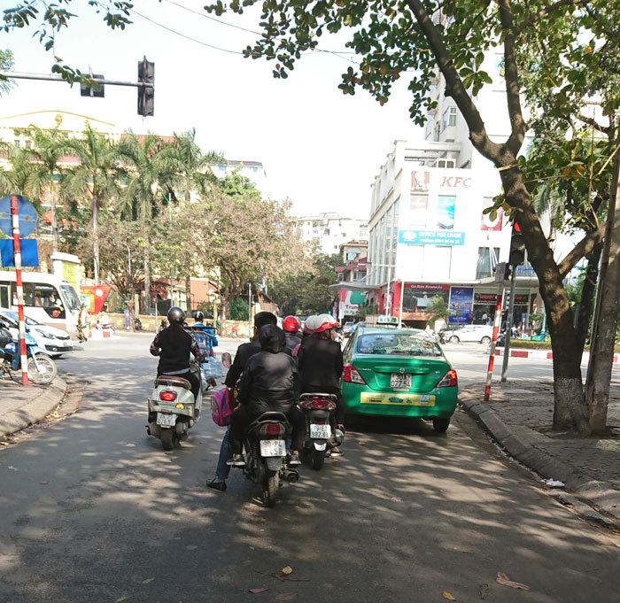 Chứng kiến tài xế Việt vượt đèn đỏ, tôi từng 'liều mạng'