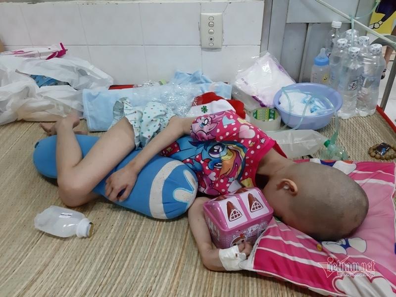 Xót xa em bé 5 tuổi chưa kịp chữa tự kỷ lại mắc bệnh ung thư