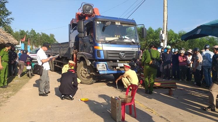 Bị xe tải kéo lê 15m, thanh niên tử vong trên đường đi đón mẹ