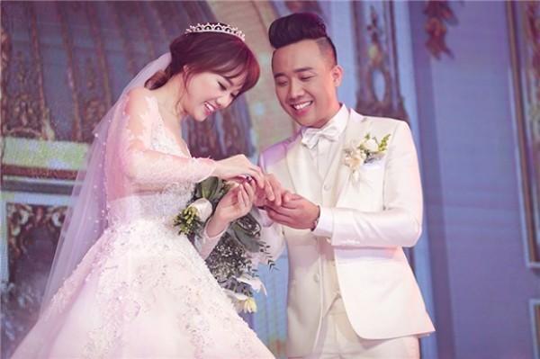 Trấn Thành hôn Hari Won giữa trời tuyết rơi, kỷ niệm 3 năm ngày cưới