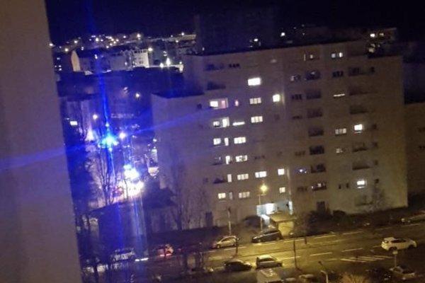 Xả súng ngày Giáng Sinh tại Pháp, nhiều người bị thương