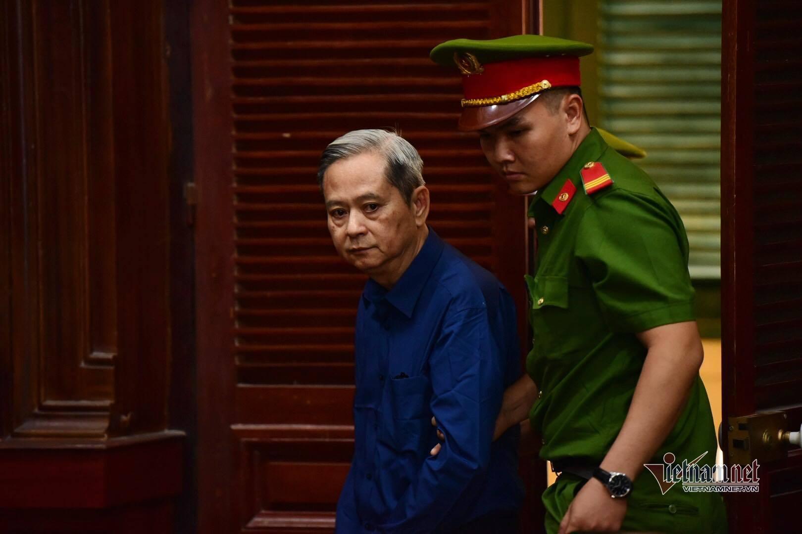 Cựu Phó chủ tịch TP.HCM Nguyễn Hữu Tín mắc loạt bệnh trước phiên tòa