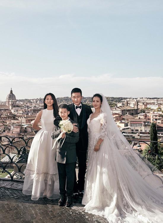 Tài tử 'Thiên Long bát bộ' chụp ảnh cưới cùng vợ sau 20 năm kết hôn