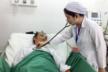 Người đàn ông bị xuất huyết tiêu hoá dưới ồ ạt được cứu sống ngoạn mục