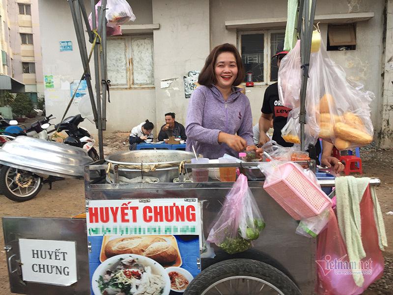 Người Sài Gòn dậy từ mờ sáng, đi chục km để ăn món đặc biệt