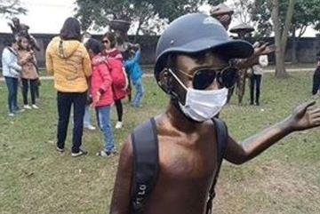 Phản cảm đeo khẩu trang, kính đen cho tượng ở đền thờ Trạng trình Nguyễn Bỉnh Khiêm