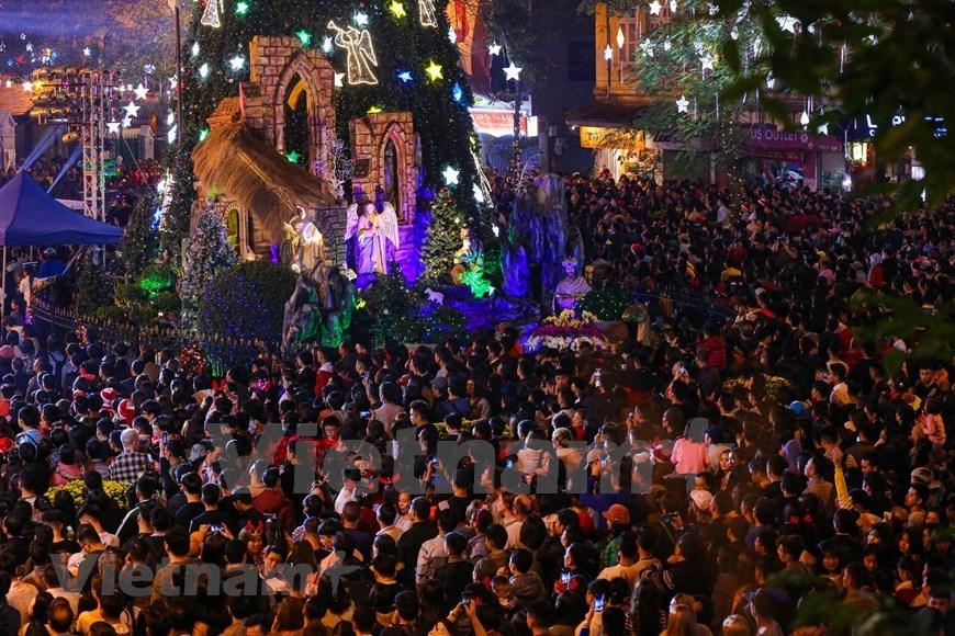 Joyful Christmas atmosphere in Vietnam