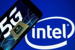 Vì sao 2 đối thủ Intel và MediaTek hợp tác sản xuất chip laptop 5G?