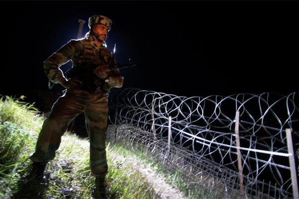 Lính Ấn Độ, Pakistan đọ súng dữ dội ở biên giới, 6 người chết