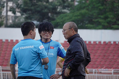 Tuyển Việt Nam ồ ạt tuyển trợ lý: Thầy Park mời Kiatisuk?