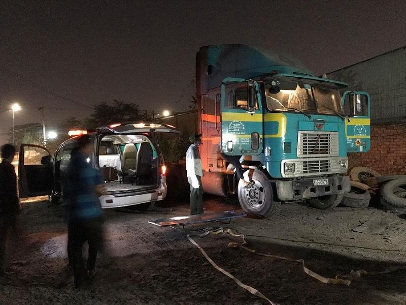 Tài xế xe container ở Bình Dương chết bất thường trong cabin