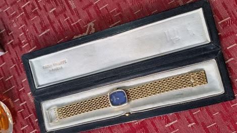 Người đẹp bí ẩn sở hữu nhiều đồng hồ tiền tỷ hơn Minh 'nhựa', Cường Đôla