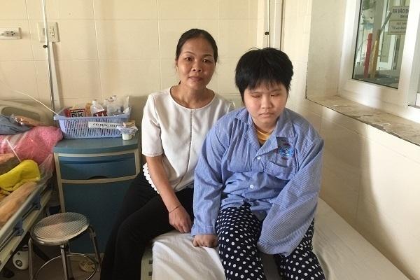 Bạn đọc giúp em Nông Thúy Hiền sinh viên trường Đại học Quốc Gia bị ung thư não chữa bệnh