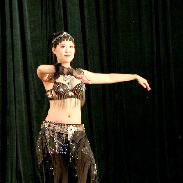 Belly dancing,costumes of belly dancers,Middle East belly dancers
