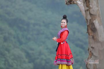 Lương Hải Yến suýt ngã khi trèo núi quay MV